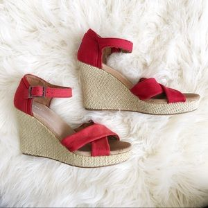 Like new condition Toms wedges size W6.5